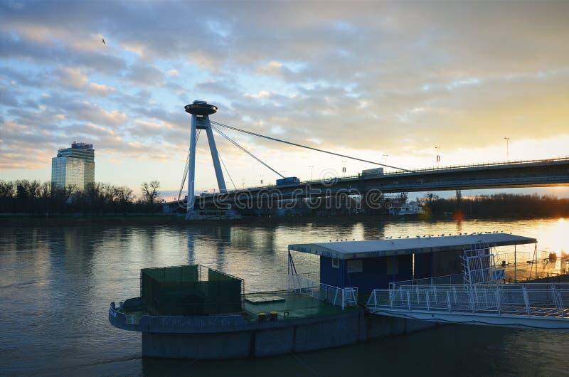 Bratislava, Danubio, puente del UFO, SNP imagen de archivo libre de regalías