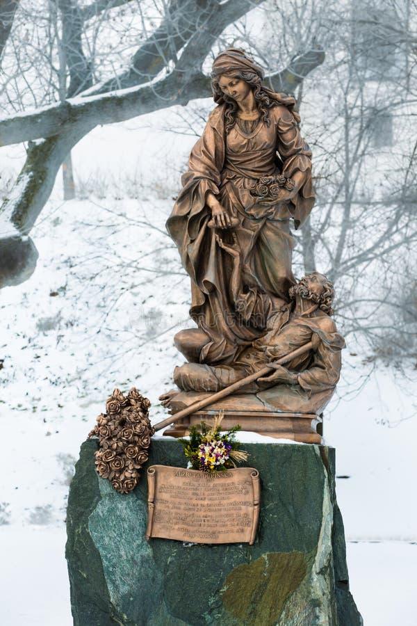 Download Bratislava, Eslováquia - 24 De Janeiro De 2016: Estátua De St Elizabe Foto de Stock - Imagem de religião, parque: 65580156