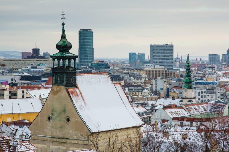 Bratislava, Eslováquia - 24 de janeiro de 2016: Vista da cidade foto de stock