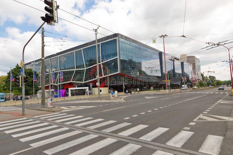 Bratislava, Eslov?quia - 7 de maio de 2019: Opini?o da rua no est?dio do h?quei 3 dias antes do campeonato mundial do h?quei fotografia de stock