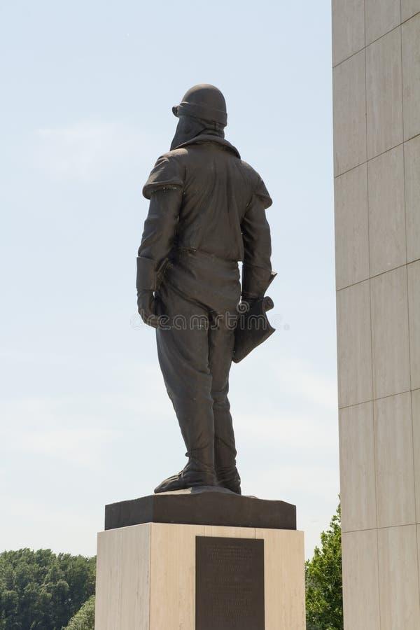 BRATISLAVA, ESLOVÁQUIA - MAIO DE 2016: A estátua do general Milan Rastislav Stefanik fotografia de stock royalty free