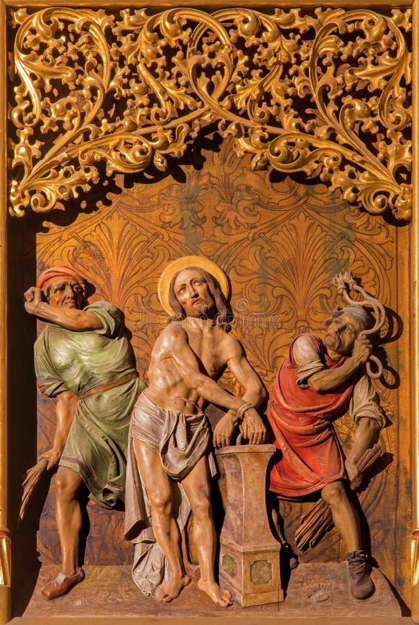 Bratislava - flagelação da cena de Jesus no altar lateral gótico na catedral de St Martin. fotos de stock