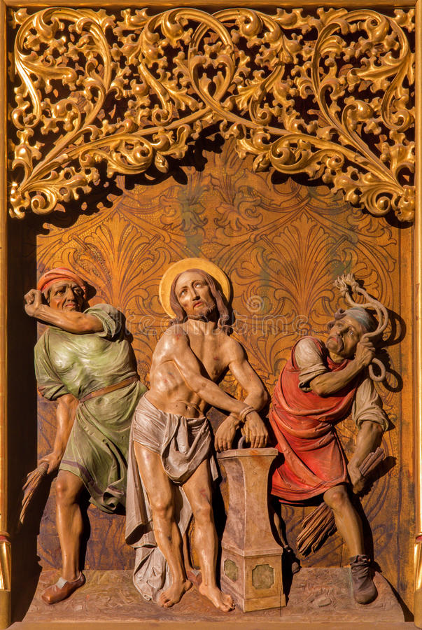 Bratislava - Flagellation Jezusowa scena na gothic bocznym ołtarzu w st. Martin katedrze. zdjęcia stock