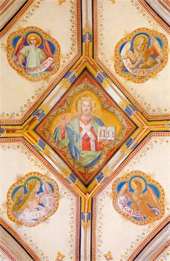Bratislava - Fresko von Jesus Christ und von vier Evangelistsymbolen. Detail von St- Anngotischer Seitenkapelle lizenzfreie stockbilder