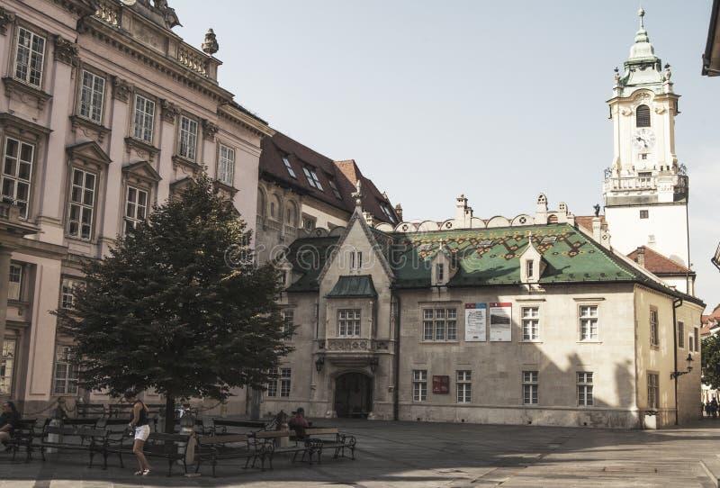 Bratislava gata Slovakien arkivfoton