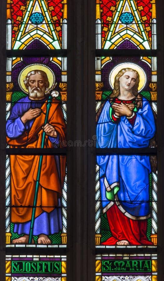 Bratislava - maryja dziewica Joseph na windowpane od 19 i st. od st. Martin katedry. zdjęcie stock