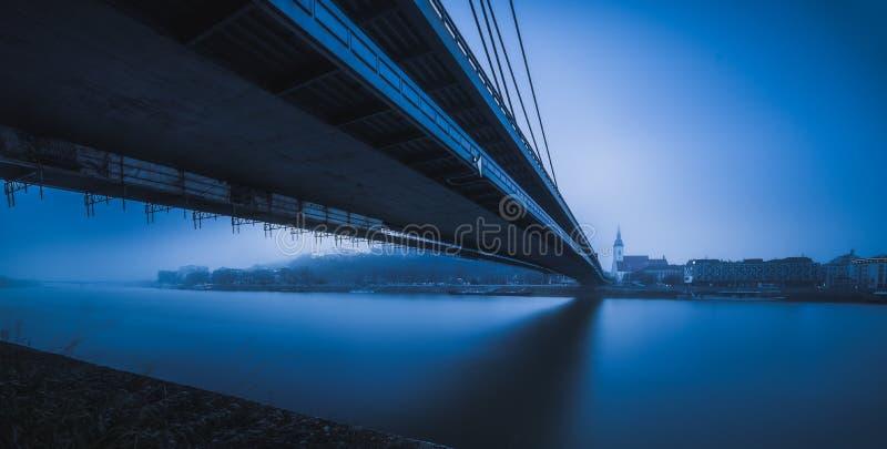 Bratislava-Panorama mit Brücke lizenzfreies stockbild