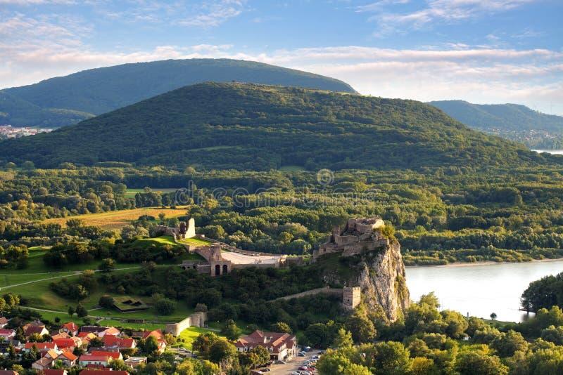 Bratislava - ruina del castillo Devin, Eslovaquia foto de archivo