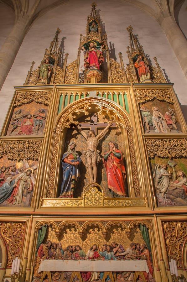 BRATISLAVA, SLOVACCHIA - 14 GENNAIO 2014: Altare laterale del curcufixion Scolpito da 19 centesimo fotografia stock