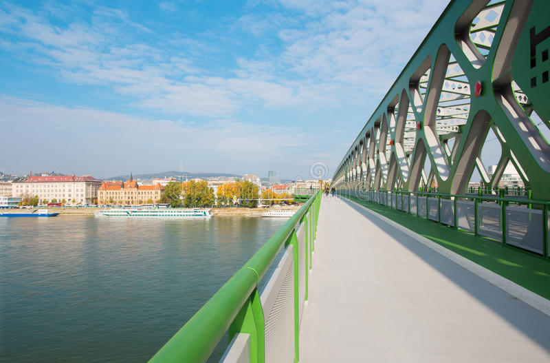 BRATISLAVA, SLOVACCHIA, 27 OTTOBRE AL 2016: Il vecchio ` del ponte del nuovo ` immagini stock libere da diritti