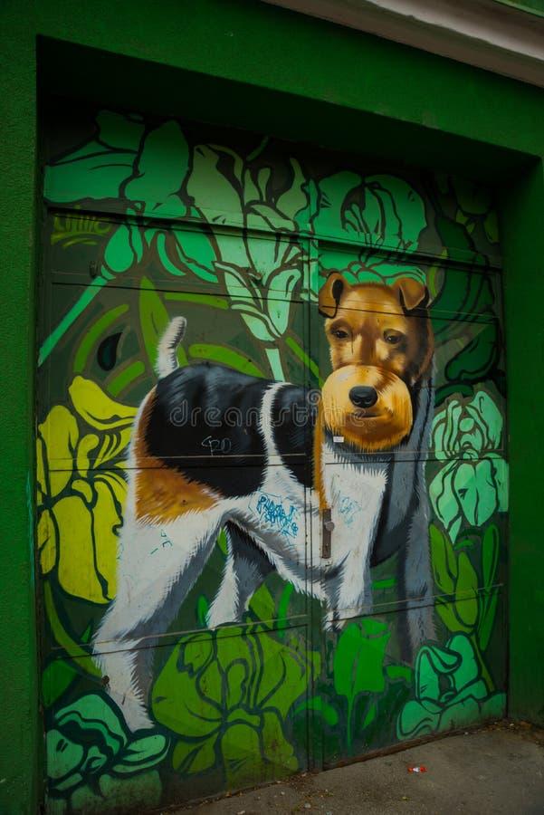Bratislava, Slovaquie graffiti Beau modèle moderne sur la façade du bâtiment photo stock