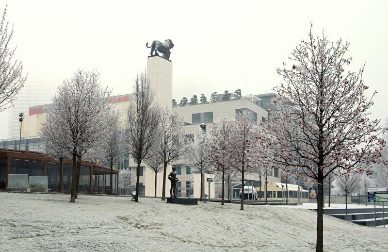 BRATISLAVA, SLOWAKEI - Dezember: Promenieren Sie am Donau-Riverbank nahe alter Stadt, Bratislava, Slowakei im Dezember 2016 stockfotografie