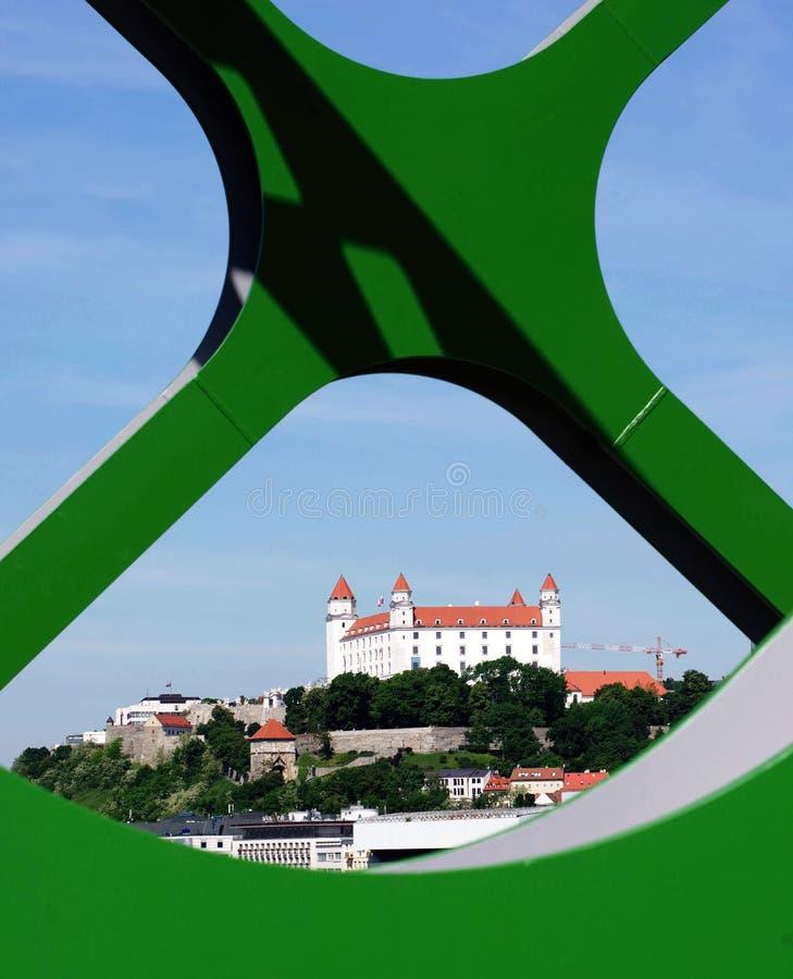 BRATISLAVA, SLOWAKIJE - MEI 20, 2016: Mening van de nieuwe Oude Brug van Bratislava (Stary het meest) royalty-vrije stock fotografie