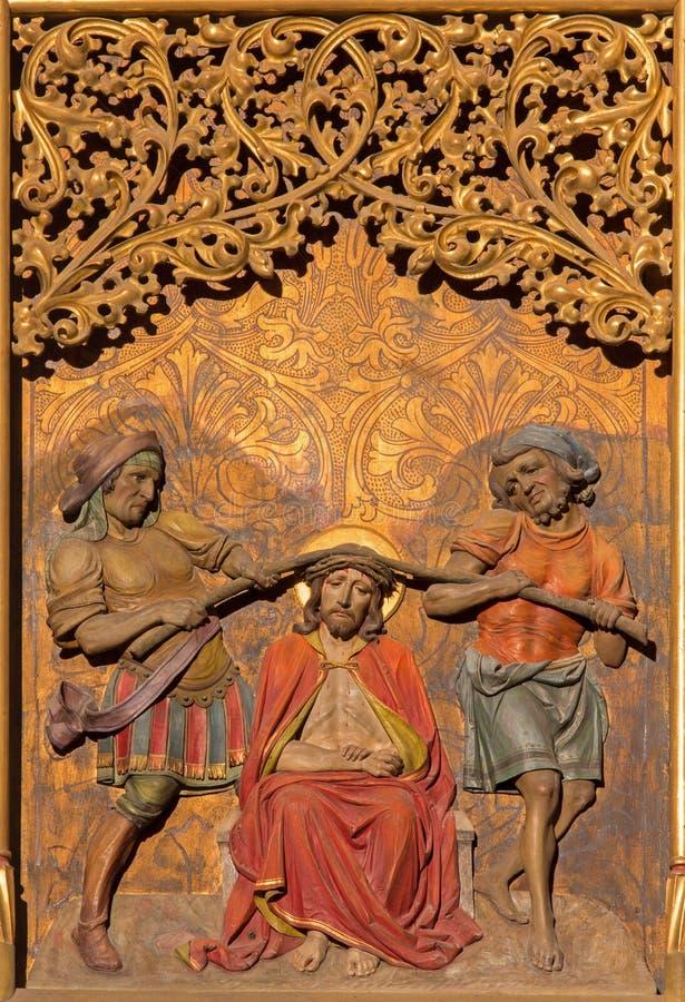 Bratislava - torture de Jésus avec la couronne des épines sur l'autel latéral gothique dans la cathédrale de St Martin. images stock