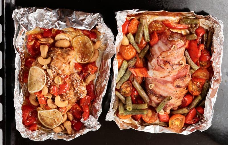 Bratwanne mit zwei warmen Gerichten lizenzfreies stockbild