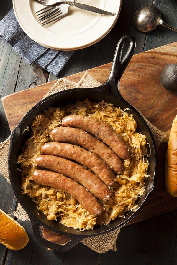 Download Bratwurst Asado De La Cerveza Con Saurkraut Imagen de archivo - Imagen de delicioso, oktoberfest: 44852723