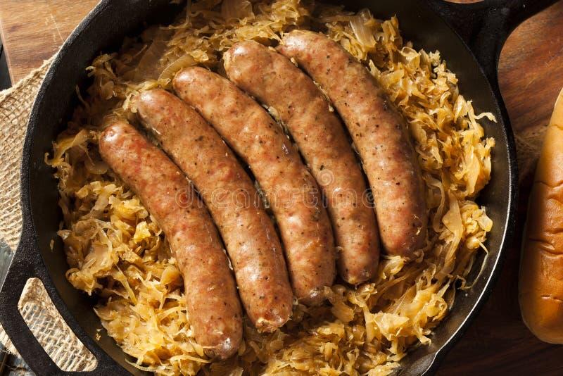 Download Bratwurst Asado De La Cerveza Con Saurkraut Foto de archivo - Imagen de comida, rápido: 44852752