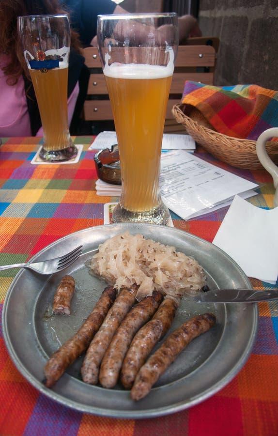 Bratwurst, choucroute et bière photos libres de droits