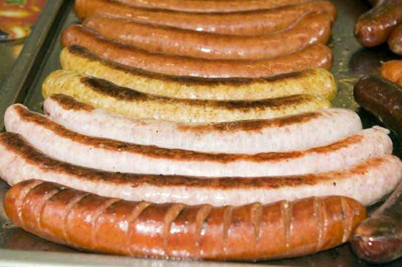 A Bratwurst Da Salsicha Tipo Frankfurter Do Alimento Do Suporte Da Rua Fritou A Salsicha Do Kasekrainer Imagem de Stock Royalty Free