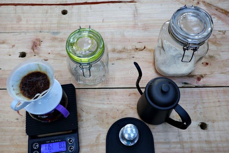 Brauender Kaffee, Schritt für Schritt lizenzfreie stockfotos