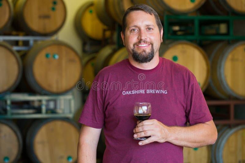 Brauender Vorlagenbrauer Oakshire an der Brauerei lizenzfreie stockfotografie