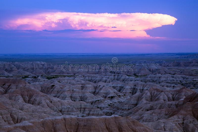 Brauensturm-Wolken in den Ödländern, South Dakota lizenzfreies stockbild