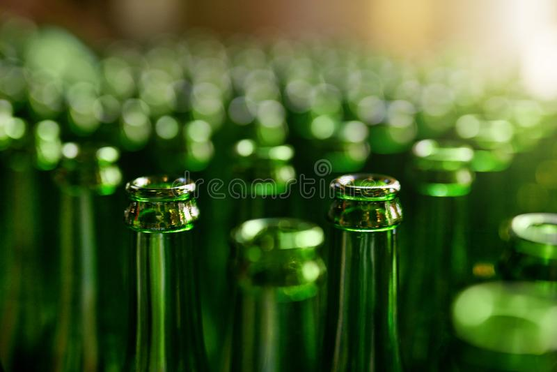 brauerei Bierflaschen auf Fertigung stockfoto
