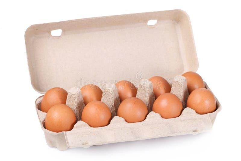 10 braune Eier in einem Kartonpaket stockfotografie
