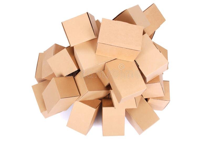 Braune Pappschachteln des Haufens lizenzfreies stockfoto