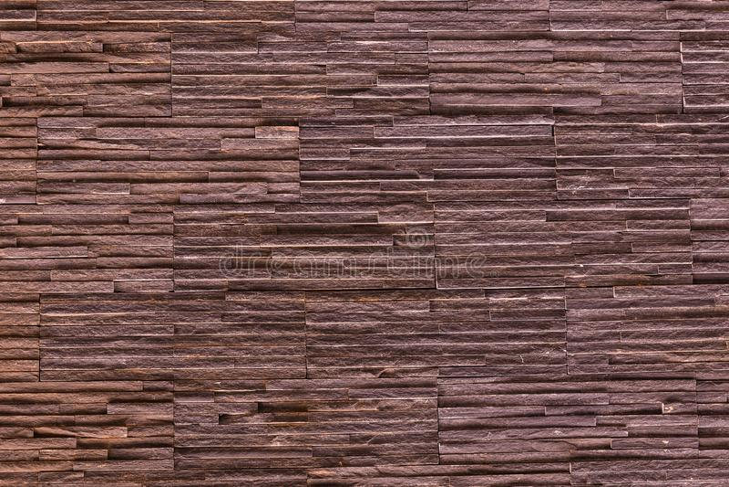 Brauner Steinhintergrund Schieferteil der Bergwand gerippte feste Muster lizenzfreies stockfoto