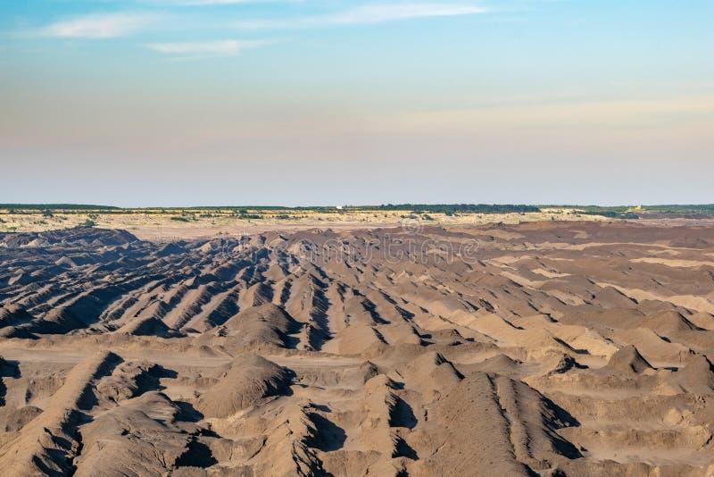 Braunkohleabbauoperationen bei Welzow geklagt, eins der größten deutschen Braunkohle-Braunkohlenbetrieblichbergwerke des Tagebaus stockbild