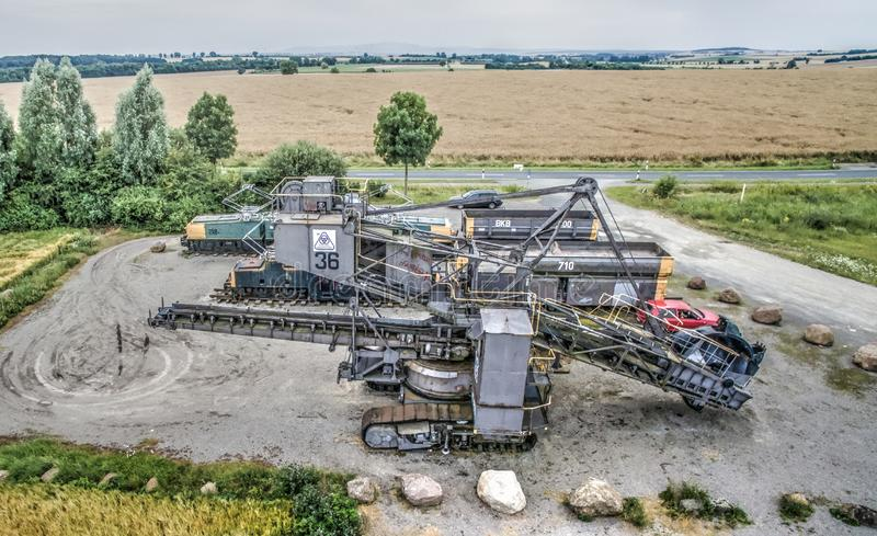 Braunkohlebagger auf dem BesucherParkplatz der Tagebaugrube Schöningen nahe Helmstedt stockbilder