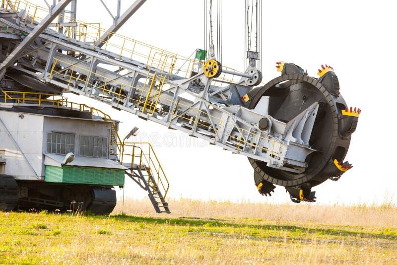 Braunkohlebergwerk im Tagebau Schöpfradbagger lizenzfreies stockfoto