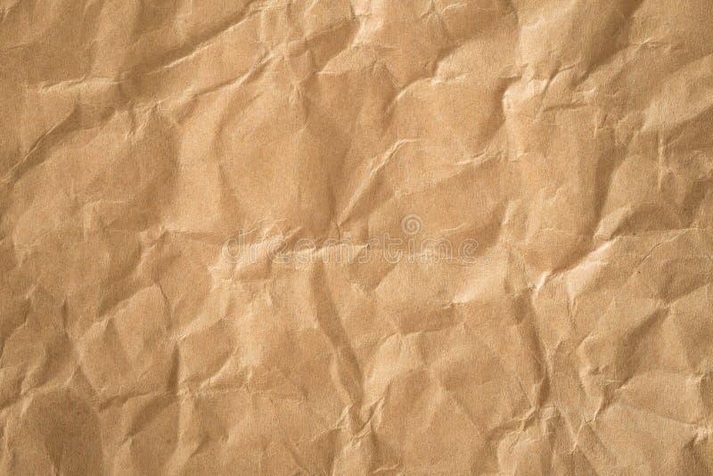 Braunpapierkrumpffolie Textur wiederverwerten, Altpapierfläche für den Hintergrund stockbilder