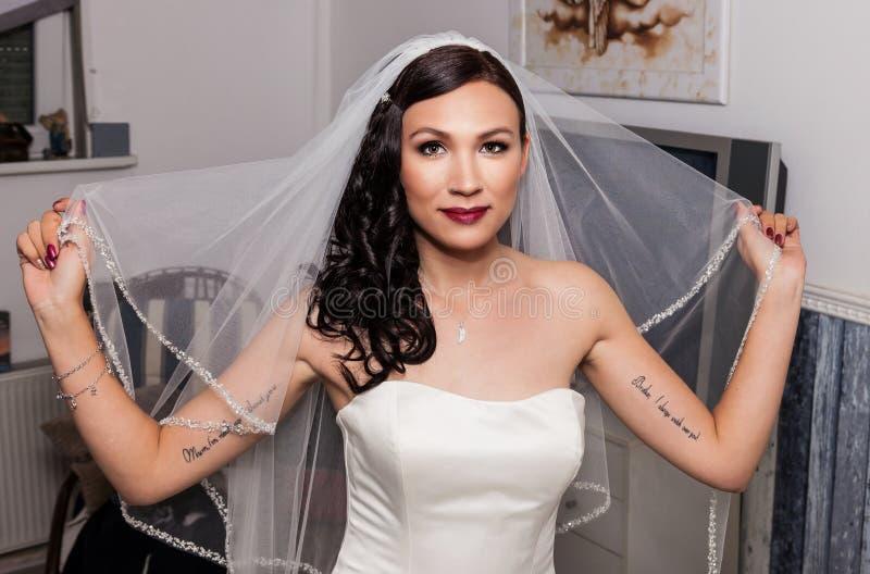 Braut als Vorbereitung auf die Hochzeit stockfoto