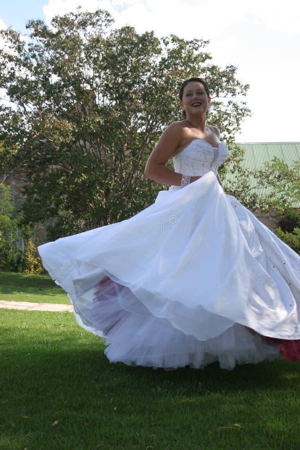 Braut auf ihrem Hochzeitstag stockfotografie