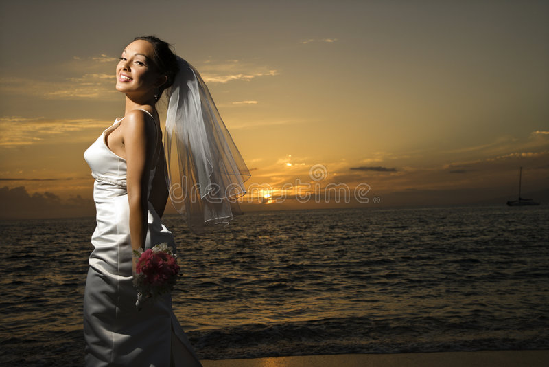 Braut auf Strand. lizenzfreie stockfotografie