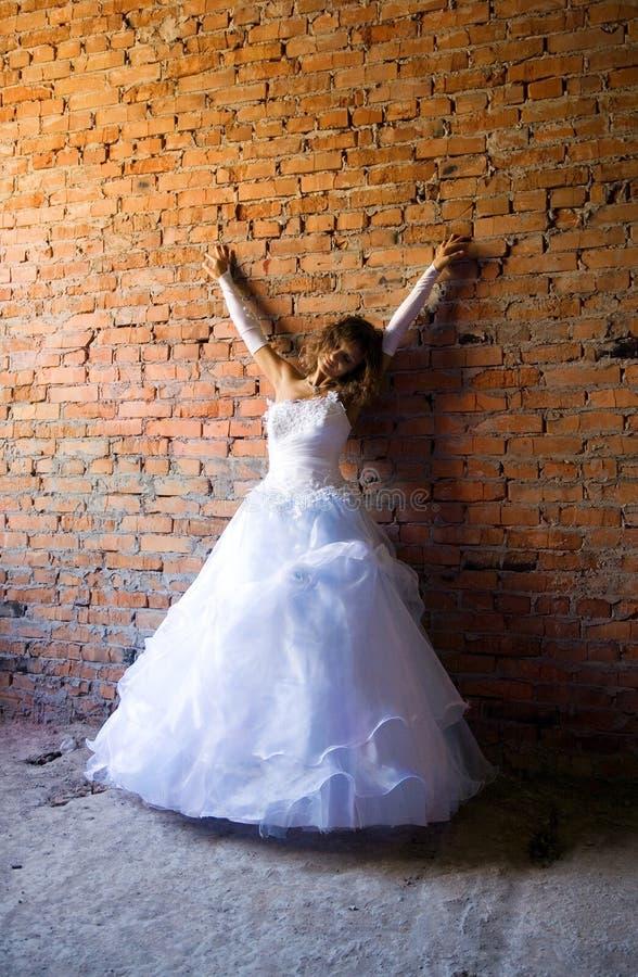 Braut in der Baustelle lizenzfreie stockbilder