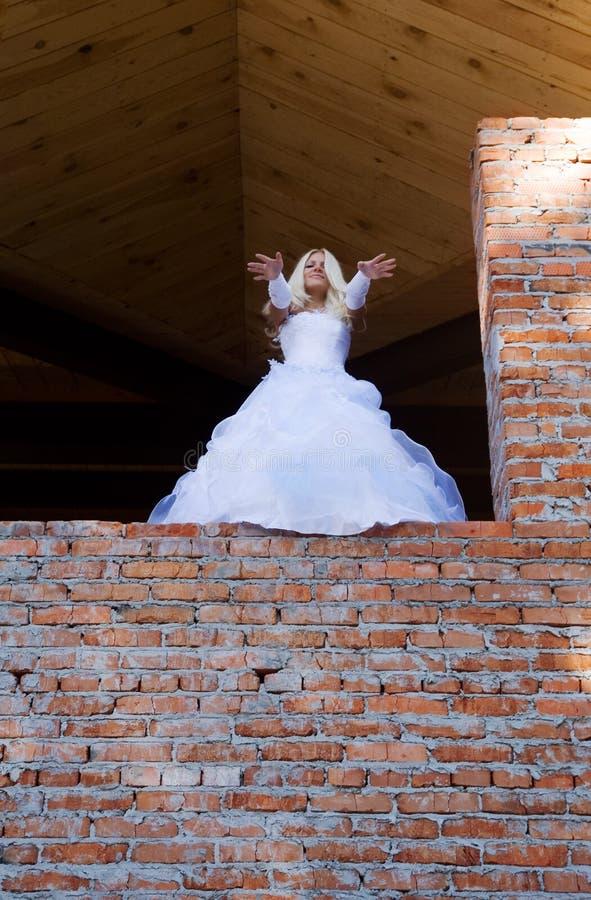 Braut in der Baustelle stockbild