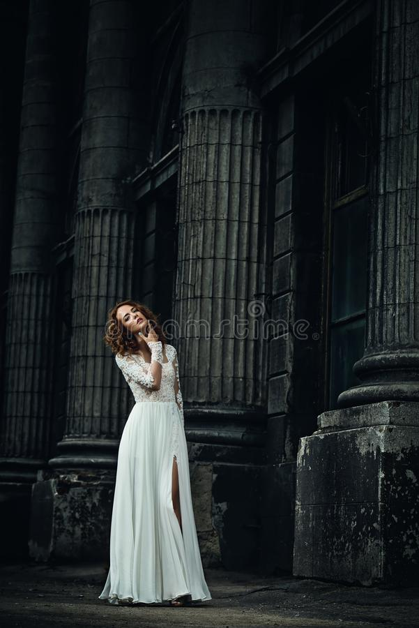 Braut in der Stadt stockbild