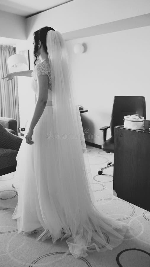 Braut, die fertig wird stockfotos