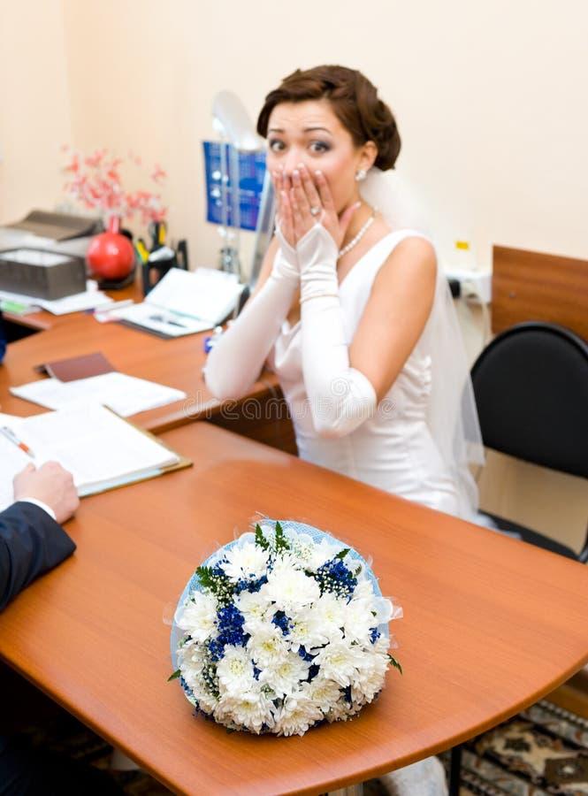 Braut hat vor dem Heiraten Angst stockfotos