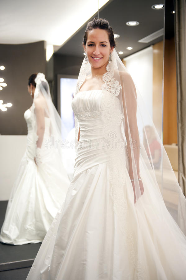 Braut mit Kleid stockfoto