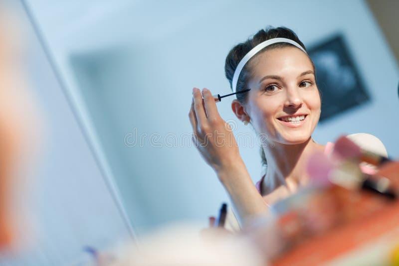Braut mit Spiegeln stockbilder
