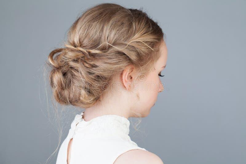 Braut Oder Abschlussball Frisur Mädchen Rückseite Stockfoto