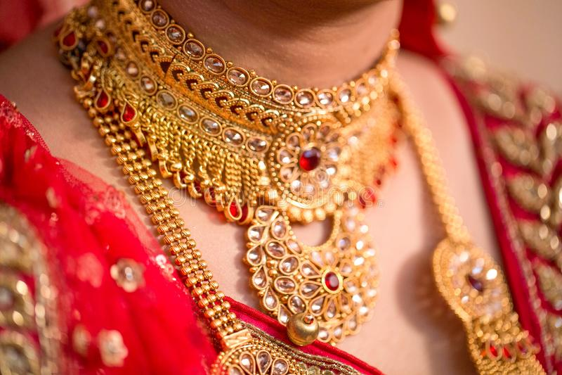 Braut ` s Schmuck in der indischen Hochzeit stockbilder