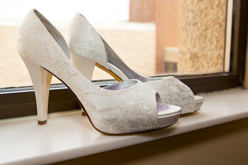 Braut `s Schuhe stockbild