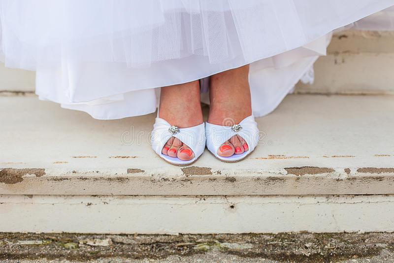 Braut `s Schuhe lizenzfreie stockfotografie