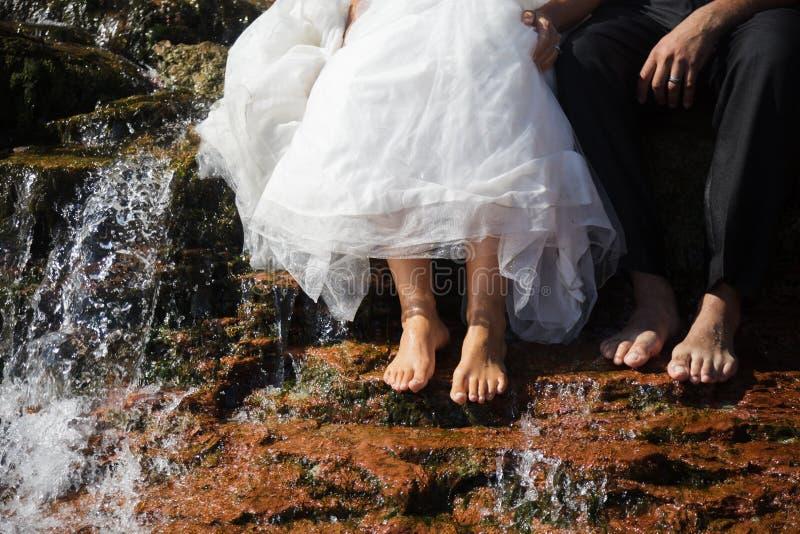 Braut und Bräutigam Bare Feet Closeup stockbilder