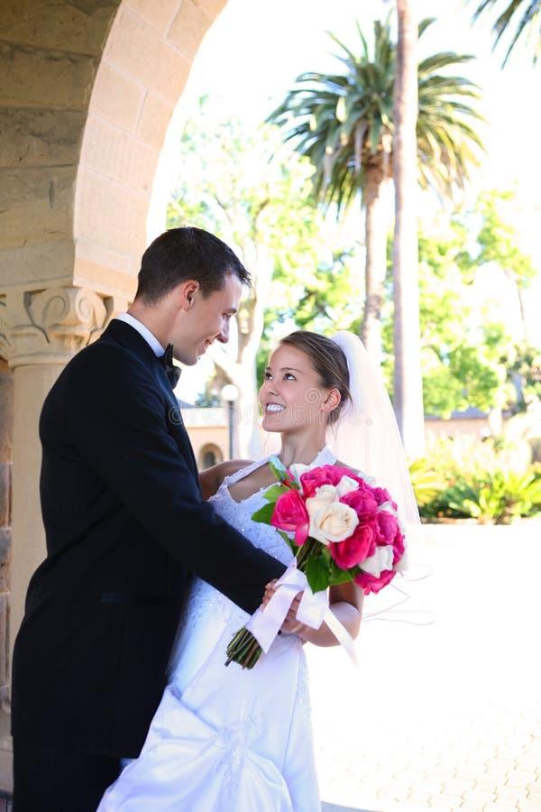 Braut und Bräutigam an der Hochzeit stockfoto